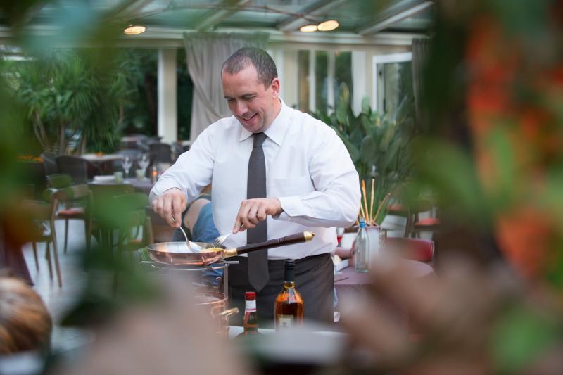 4 CUCINA la-veranda-del-color-bardolino-gourmet-michelin-flambe -service