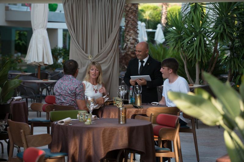 AMBIENTE Ristorante-romantico-gourmet-degustazione-la-veranda-del-color 2