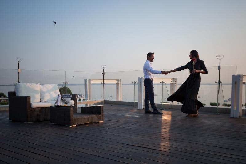 AMBIENTE design-romantico-terrazza-vista-lago-bardolino