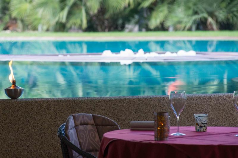 AMBIENTE ristorante-stellato-la-veranda-del-color-dinner-by-the-pool